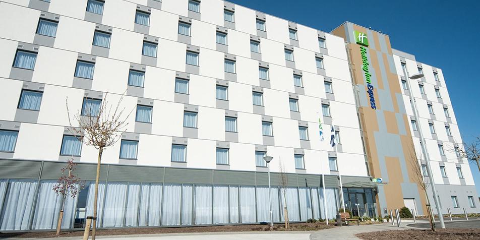 Flexible working between complex hotel sites
